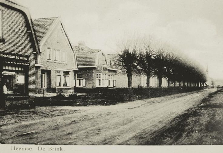 De brink in Hardenberg vroeger (nog geen verharde weg )