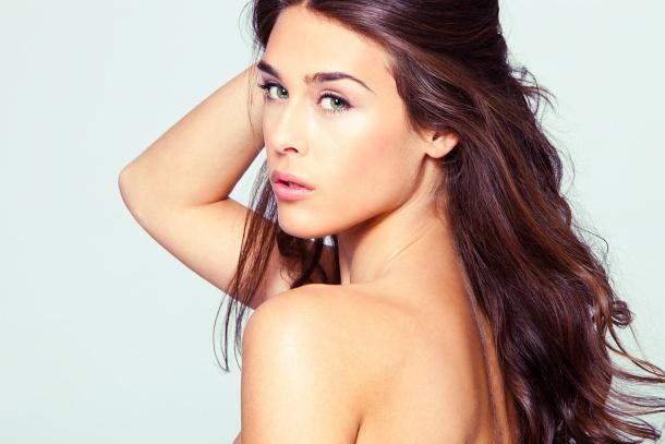 Olejek przeciw wypadaniu włosów. Więcej: http://www.kobieta.info.pl/pielgnacja-wosow/1077-olejek-przeciw-wypadaniu-wosow