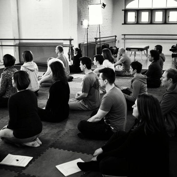 Méditation avant la pratique du Shiatsu.