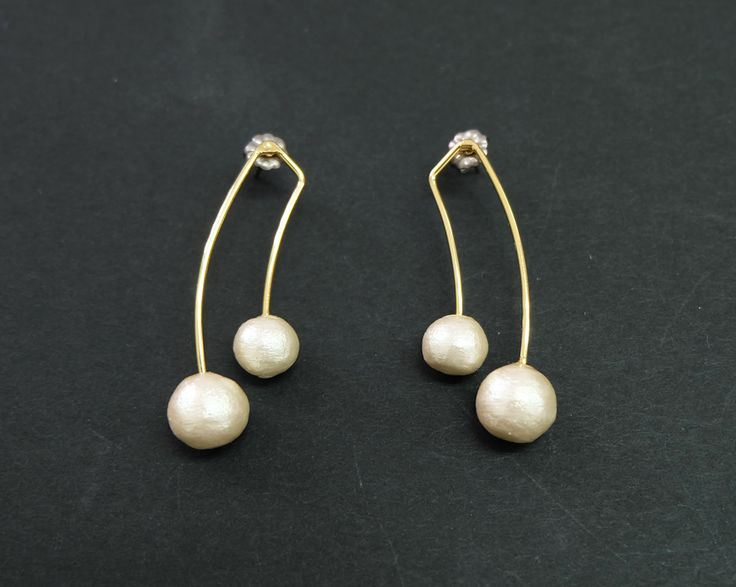 Classic and fashionable earrings with 2 type of size cotton pearl; 8mm & 10mm.