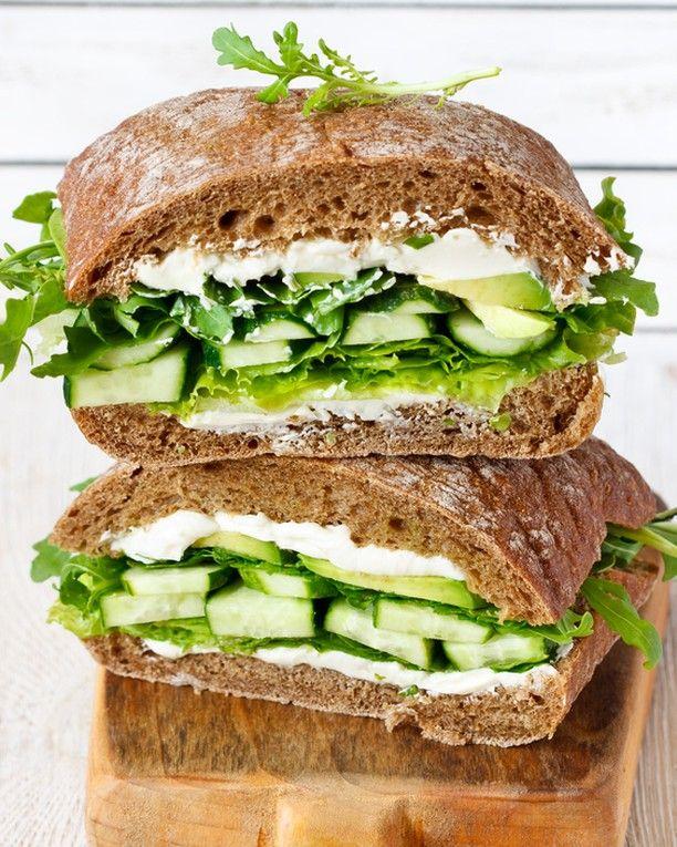 اطيب طبخة Atyabtabkha On Instagram ماذا تفضلون الفطور الصحي أم الفطور الدسم طريقة عمل الخبز الاسمر المكو نات ماء دافئ كوب خ Recipes Food Sandwiches