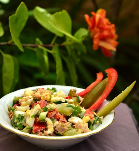 Израильский салат-обед с тунцом