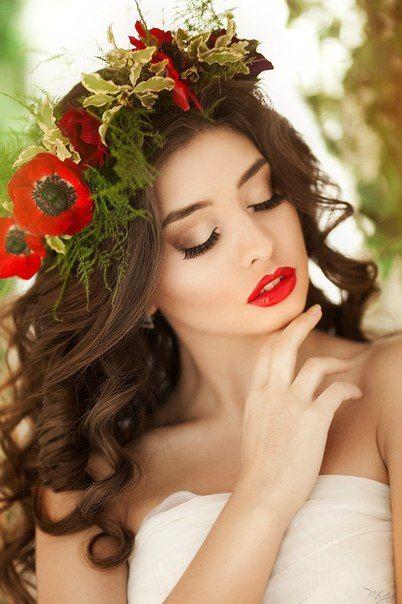 Make-up v barvě vlčích máků. Letní fantazie. Líbí se vám takové líčení? Objednejte se. www.vizazprotvar.cz