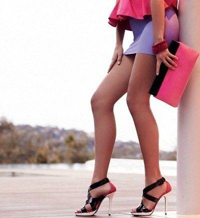 У меня слишком высокие каблуки, чтобы за тобой бегать и слишком высокая самооценка, чтобы добежать до тебя босиком! | фразы, афоризмы, цитаты