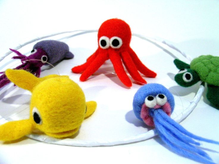 """Mobile """"Les animaux de la mer"""" - En laine feutrée : Jeux, peluches, doudous par lapoissonnerie #animaux #laine feutrée #mer #animaux de mer"""