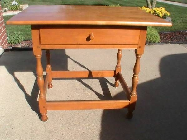 Willett Furniture maple Lancaster County table from