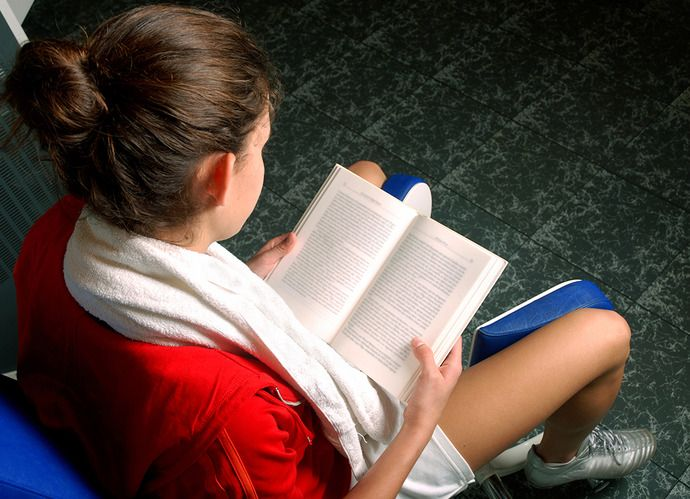 Bookshelf: 6 Books to Read for Health and Wellness Inspiration | Levo League | beach reading, bookshelf, healthy living, homepage, l...