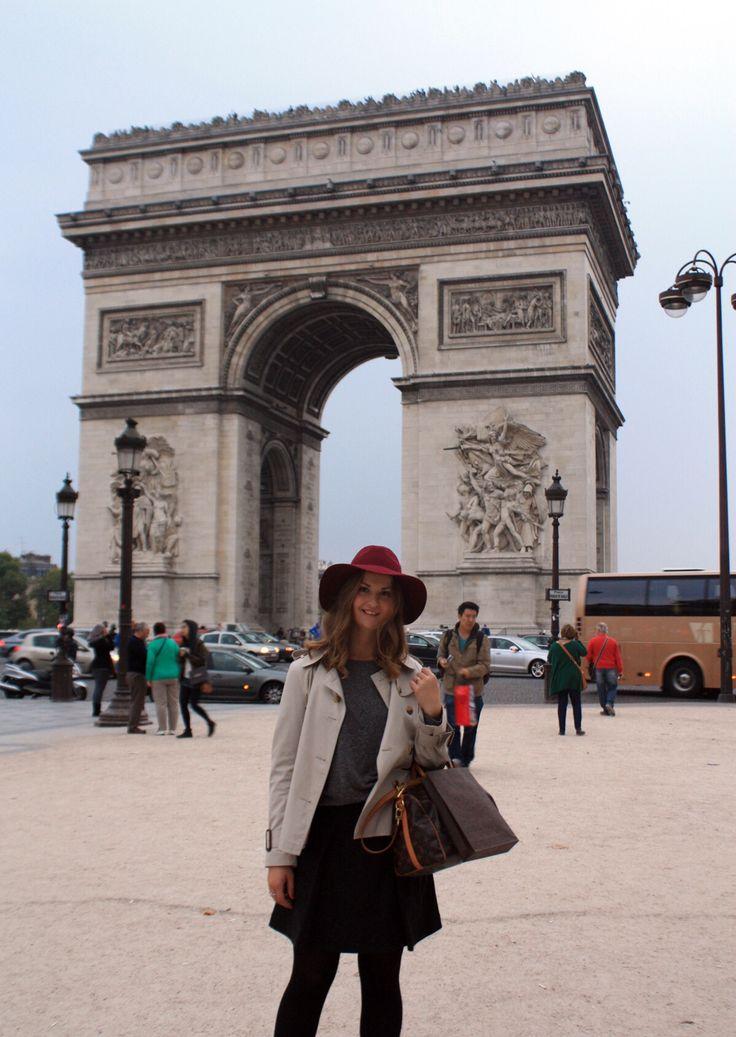 In Paris <3 #louisvuitton bag #burberry trenchcoat #ELLINORSANDE