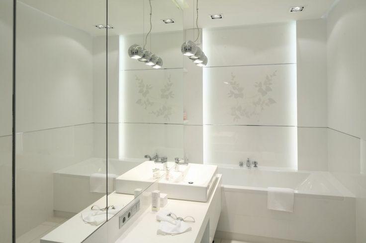 Oświetlenie łazienki – pomysły z polskich łazienek - Galeria - Dobrzemieszkaj.pl