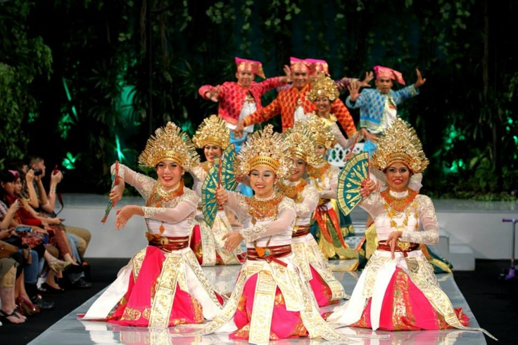 The Batavia Dancers further amazed the crowd with another energetic and expressive choreography.