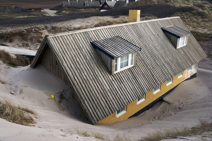 Met het natte klimaat van Nederland krijgen de huizen hier aardig wat te verduren. U goede bescherming van uw buitenmuren met een buitenmuurverf is essentieel.