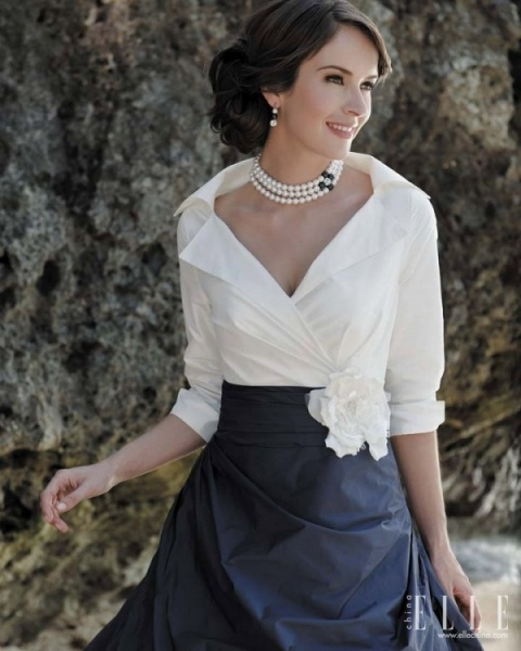 Elegant mother of the bride in navy & white ... would be great for mom if you do Navy and Pink for your wedding @Margaret Mundell