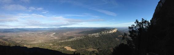 Panorama du Pic St Loup : la falaise de l'hortus