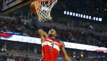 El base John Wall logró doble-doble de 27 puntos y entregó 11 asistencias para los Wizards de Washington que vencieron 107-103 a los Pistons de Detroit