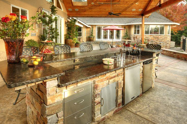 Die Outdoor-Küche ist immer der perfekte Ort, um die …