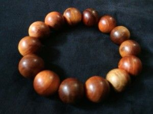 Gelang agathis 16mm.  Check www.indonesianhandycraft.com for more info.