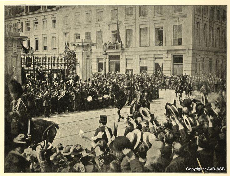 Le Roi Albert se rend au Parlement pour défendre la neutralité de la Belgique - Koning Albert naar Parlement om neutraliteit te verdedigen 04.08.1914 © Archief Stad Brussel