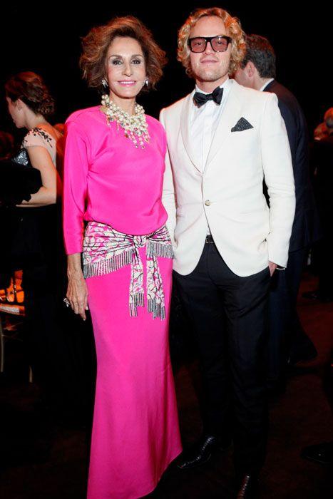 Naty Abascal, espectacular de Oscar de la Renta, y Peter Dundas.