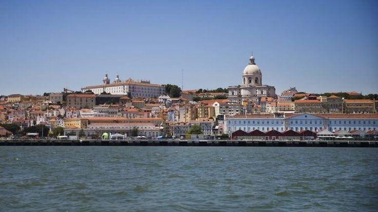 """Portugal foi eleito """"Melhor Destino do Mundo"""" nos World Travel Awards. Lisboa é o """"Melhor Destino para City Break"""" e Madeira """"o Melhor Destino Insular"""". Ao todo, o país leva seis prémios para casa."""