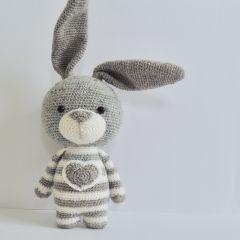 Bea the rabbit amigurumi pattern – Amigurumipatterns…