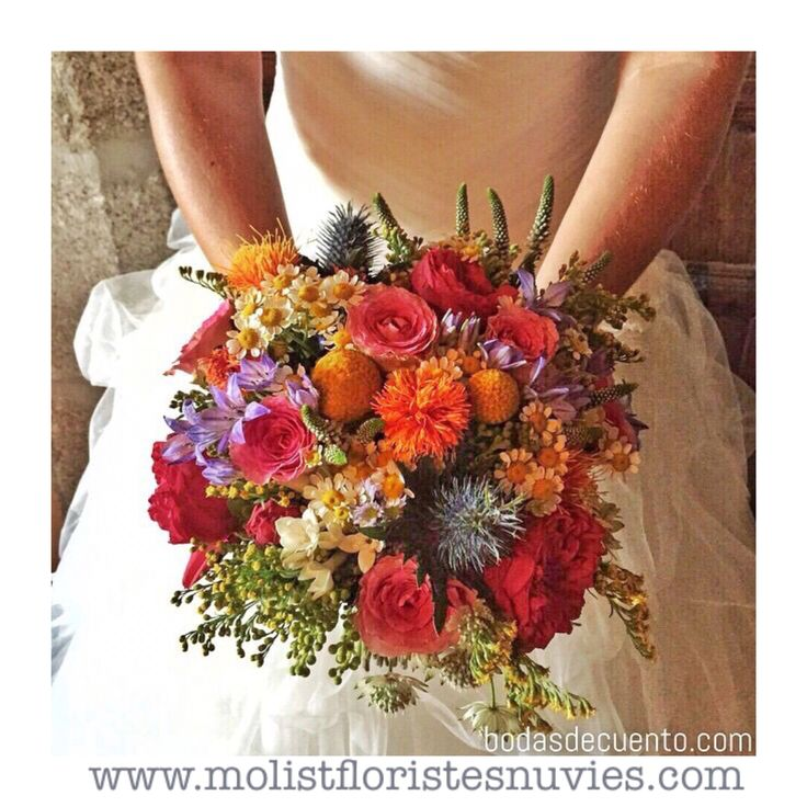 Explosión de color para el ramo de novia  de Marta. En tonos narajas, amarillos, rojos, lilas y verdes