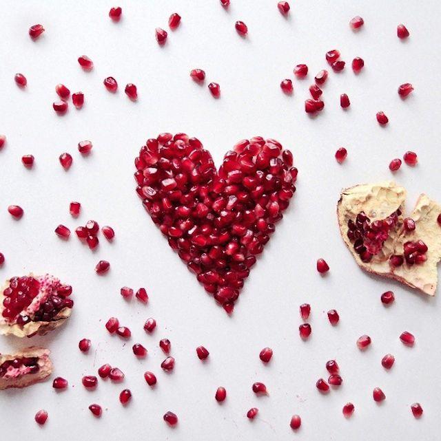 Hearth toast of pomegranate ~ Tartine coeur de grenade ~~~ #love #red ~~~ Source : Daryna Kossar ~~~ Piu Design