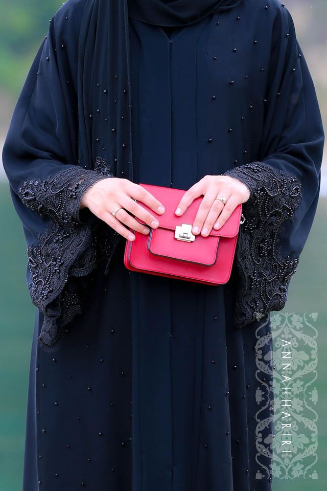 Lulu Lace Abaya in Black