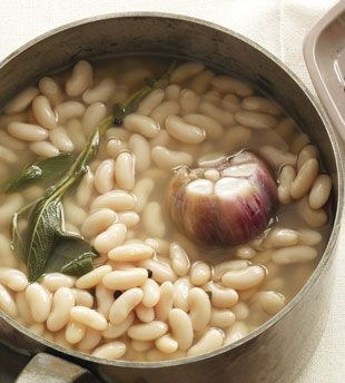 cannellini beans with garlic & sage (love the accompanying article & recipes too! versatile, cheap, easy)