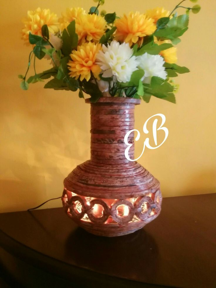 Vaso/lampada di cannucce di carta