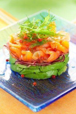Salmón ahumado y ensalada de aguacate. Aprence recetas saludables con #dorsia