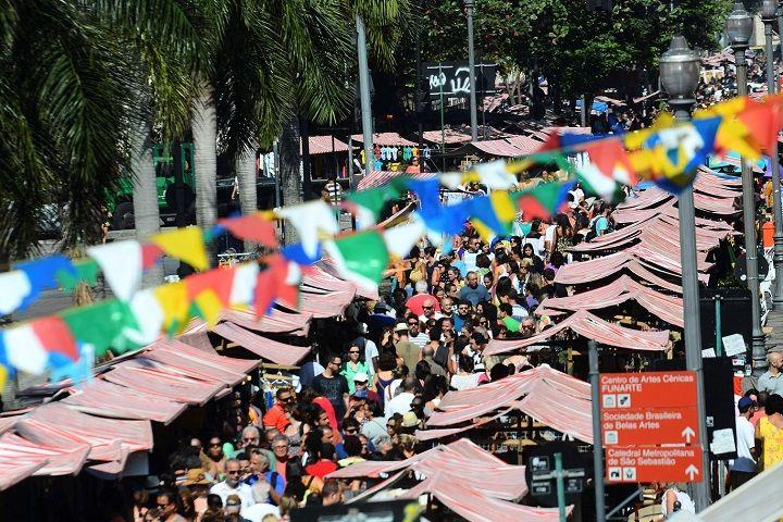 Organizada há 19 anos pela Associação Polo Novo Rio Antigo, a Feira, popularmente conhecida como Feira do Lavradio, é um dos eventos gratuitos mais prestigiados da Cidade Maravilhosae reúne mais de 400 expositores, oferecendo uma vasta diversidade de produtos –...
