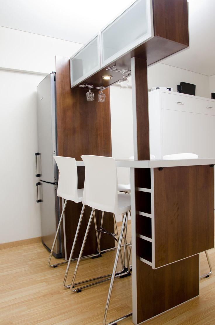 Desayunador d 480 con alacenas vidriadas y cubre heladera for Separadores cajones cocina