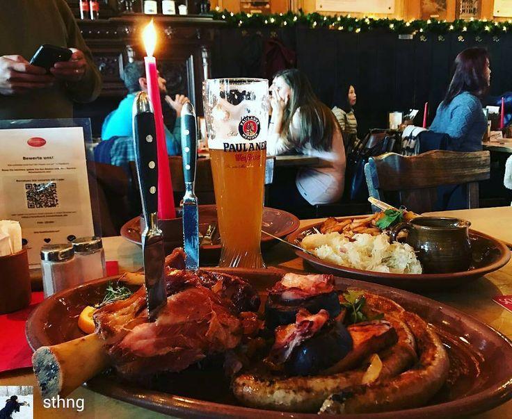 """Unsere """"Kölner Schmankerl"""" würden glatt als #Weihnachtsessen durchgehen! Was kommt an #Heiligabend bei euch auf den Tisch? #Braten? Oder #Würstchen mit #Kartoffelsalat #haxenhaus #haxe #picoftheday#knuckle #beer #cologne #porkknuckle #bratwurst #bestebratwurst @Regrann from @sthng -  #travel2016 #germany"""