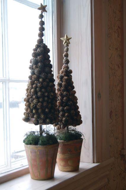 Prachtige boompjes, met Larix kegeltjes   A use for all those sweetgum balls.