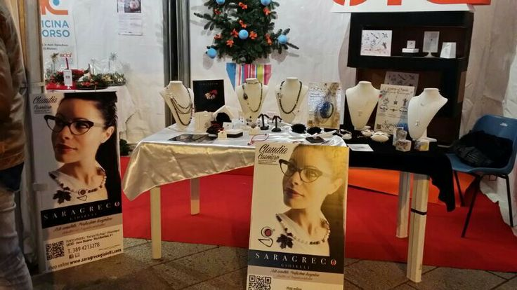 "Lo staff SGG espone a ""It's time to make christmas"" mostra sensibile all'artigianato handmade a Brindisi Corso Umberto I a cura di ""Officina in  corso""... ...Sara Greco accoglie I clienti a Lecce (via Liberini, 61 Lecce)... ...SIAMO OVUNQUE!!! :) ♥"
