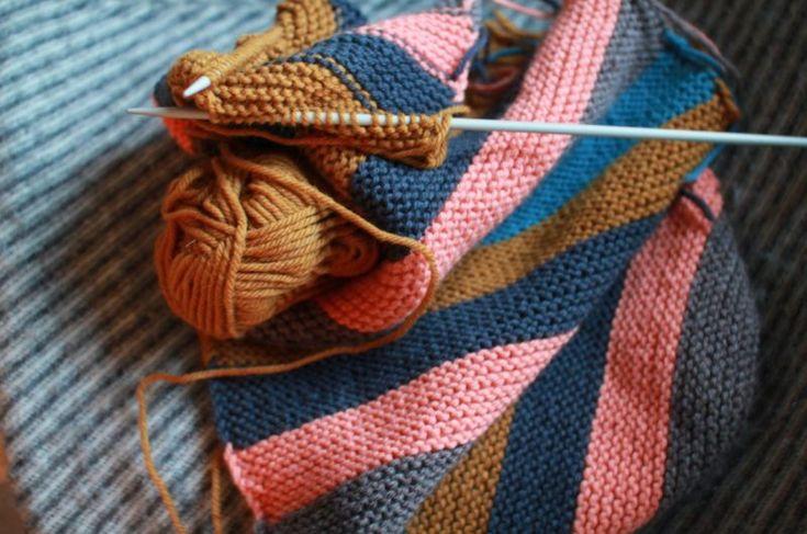 1 — Rüschen mit AllüreMit Rüschen wird aus jedem Tuch eine Decke. Diese wunderbaren Rüschendecken, gesehen auf dem Blog Clutter and Chaos, regen an,