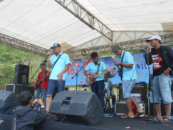 Gold Medalion 2013 Band