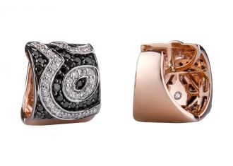 Aretes en oro rosado de 18 kilates con diamantes negros e incoloros  18K rose gold earrings with black and white diamonds