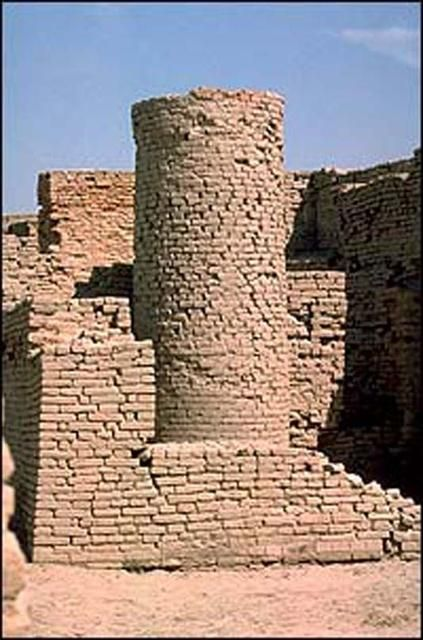 The Well at Mohenjo-daro (c. 2500 BCE) -- Subsistence Practices of the Indus Valley Civilization (Essay)