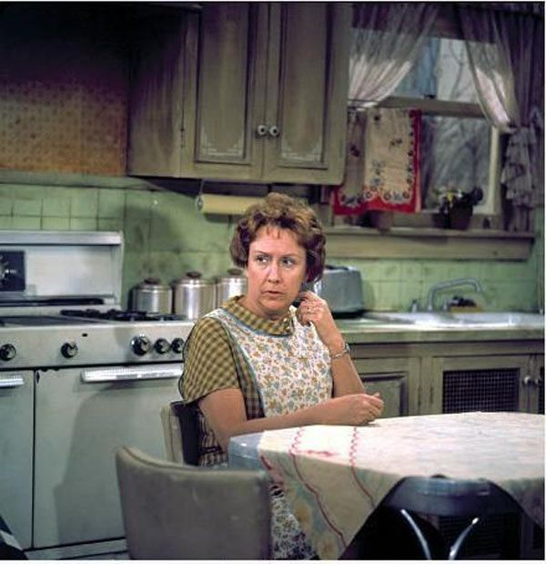 Jean Stapleton Dies: Bette Midler  More React To Actress'Death