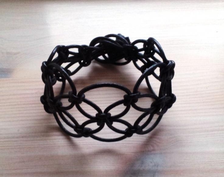 Læderarmbånd knyttet i 2mm læder