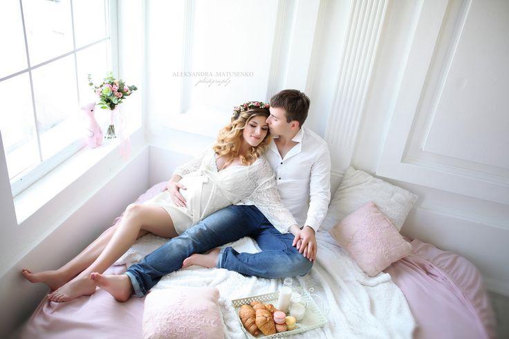 Прекрасная пара на фотосессии беременности