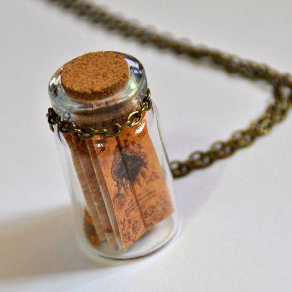"""Collana mappa """"Mappa del Malandrino"""" ispirato alla serie di Harry Potter,  Hogwarts, magia, stelle oro, in bottiglia di vetro, bronzo"""