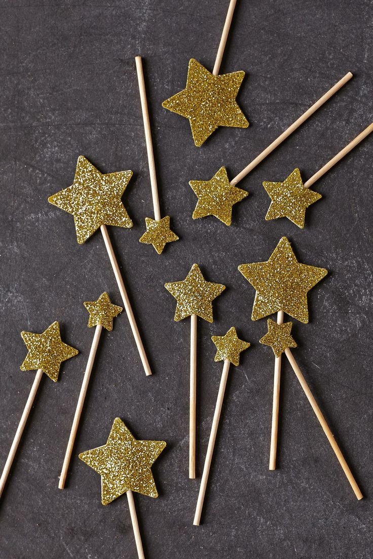 sweet star toppers - photo inspiration - DIY version: cut stars from card stock, spray with adhesive, sprinkle with glitter, let dry - glue to small dowels or toothpicks and add 2nd star to seal...
