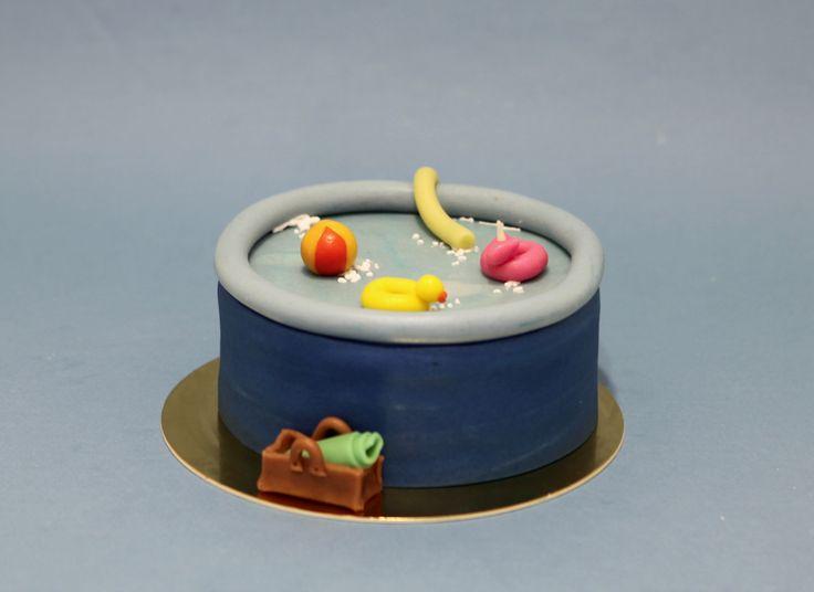Piscine gonflable et bouées by Pâtisserie Chez Bogato 7 rue Liancourt, Paris 14e. Ouvert du mardi au samedi de 10h à 19h. Tel. 01 40 47 03 51 Cake Design Birhtday cake Gâteau d'anniversaire