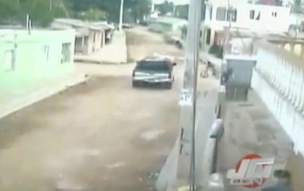Captado En Video Niño Es Atropellado Por Una Camioneta En Su Bicicleta #Video