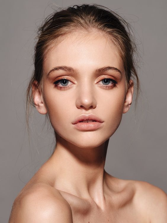 Eyes- This woman has very wide set eyes. Her nose is also the same width from top to bottom, and she has very full, cupid bow lips.: