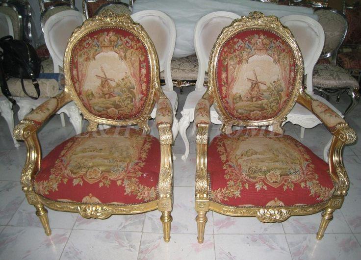 Risultati immagini per divano antico