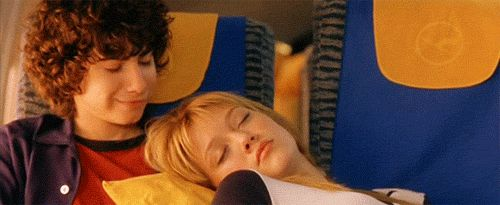 """Lizzie and Gordo FINALLY get together after years of annoying sexual tension.   Community Post: Controversial Opinion: """"The Lizzie McGuire Movie"""" Was Way Better Than The Show"""