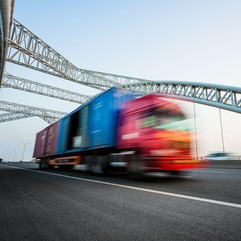 Die neue De-Minimis Richtlinie 2016 ist in Kraft getreten. Ab sofort können Unternehmen des Güterkraftverkehrs mit mautpflichtigen Fahrzeugen > 7,5t für definierte Maßnahmen im Bereich Sicherheit und Umwelt nun wieder Anträge beim Bundesamt für Güterverkehr (BAG) stellen.